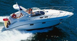 Flybridge motorboat for charter